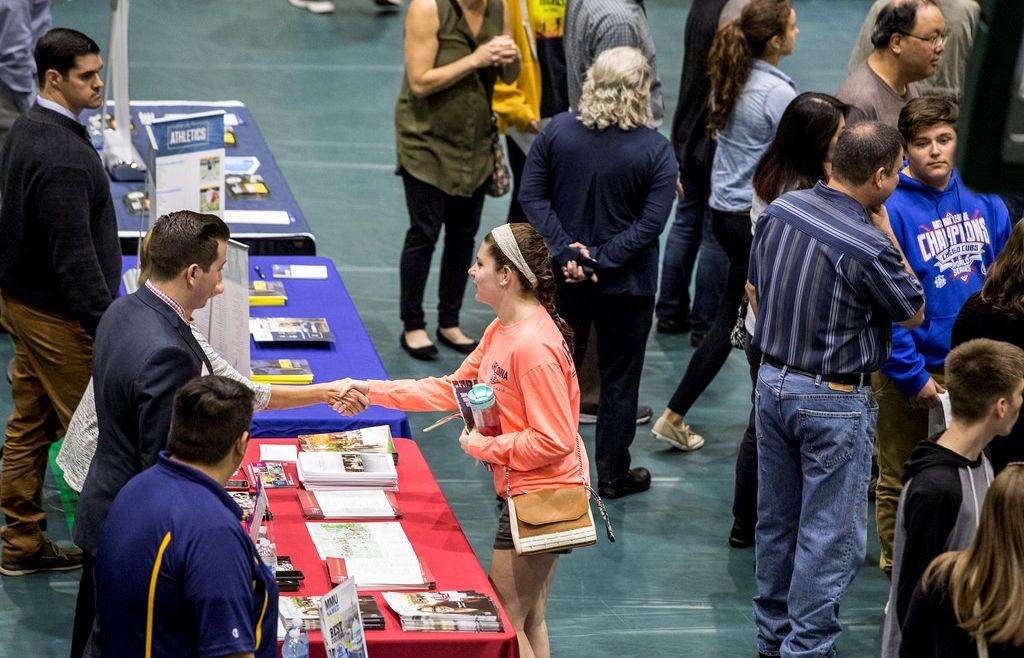 HIGH SCHOOL JUNIORS: HOW TO MAKE THE MOST OF THE HARTFORD NATIONAL COLLEGE FAIR ON APRIL 2ND!